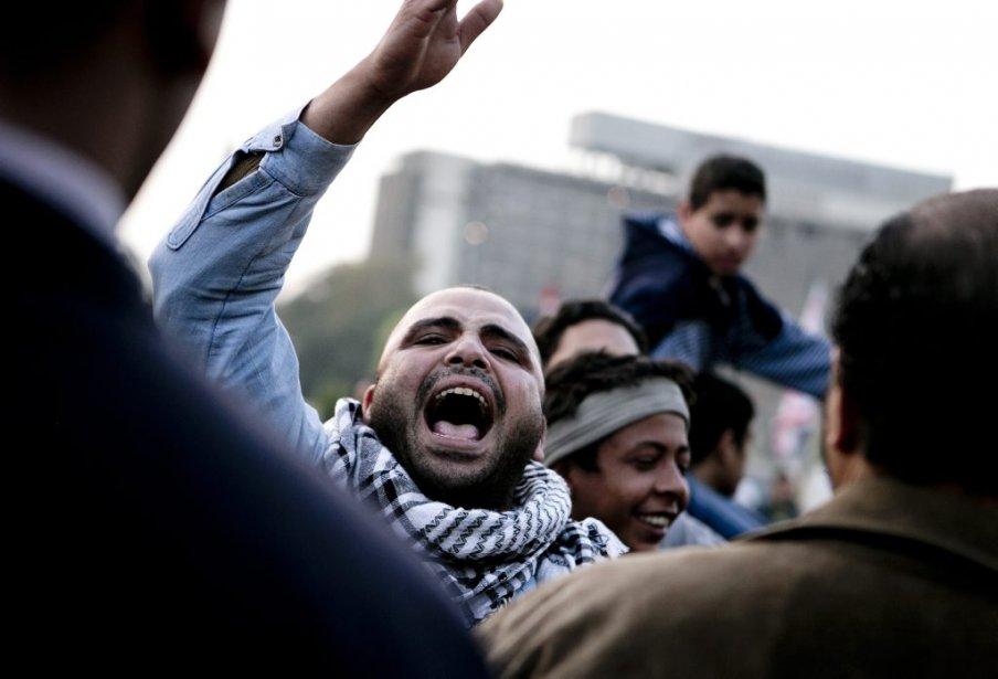 Devant ce qu'ils qualifient comme une tentative du président Morsi de «saper leur révolution», des militants ont regagné l'emblématique place Tahir pour manifester contre la dérive autoritaire du chef d'État égyptien. | 10 décembre 2012