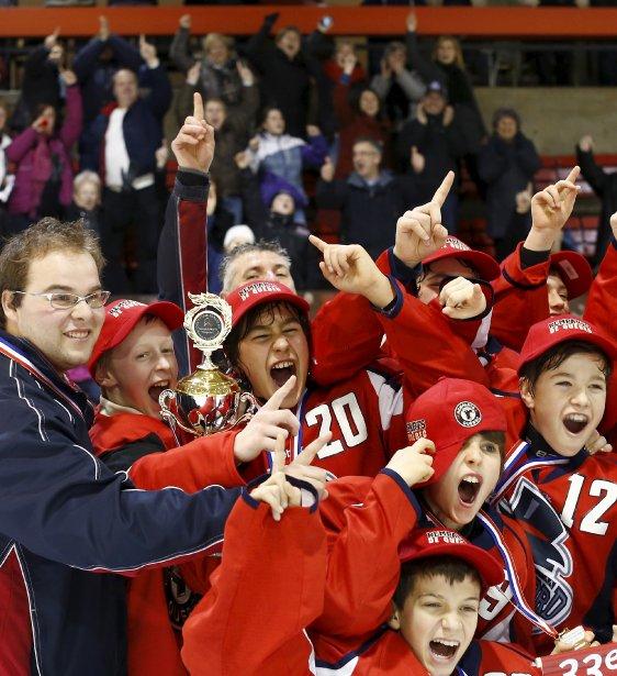 En finale du Tournoi pee-wee de Sillery, les Gouverneurs de la Rive Nord l'ont emporté 4-3 hier, au Centre sportif de Ste-Foy, au terme d'un match enlevant. Les Gouverneurs représenteront les Remparts au Tournoi international de hockey pee-wee de Québec et en préparation pour le Tournoi, ils vivront une journée de rêve dans l'environnement des grands Remparts, en janvier. | 10 décembre 2012
