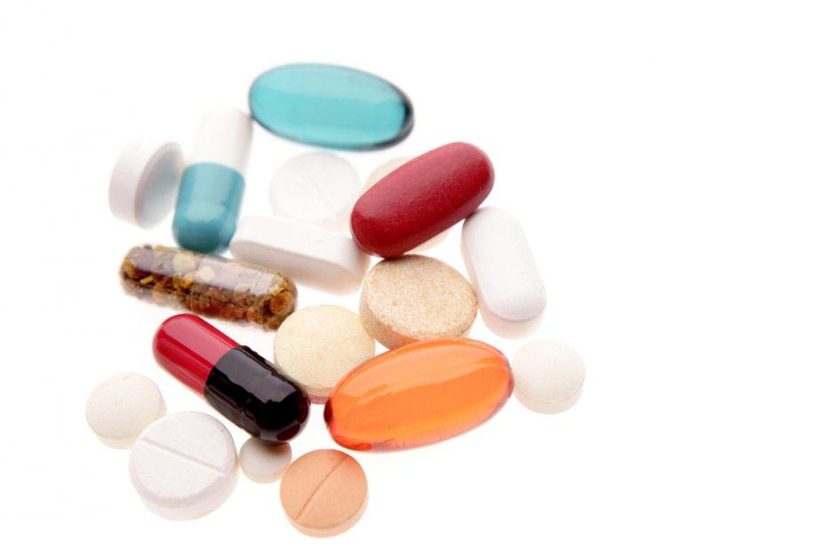 Les ventes de médicaments contrefaits représentent... (PHOTO ARCHIVES LA PRESSE)