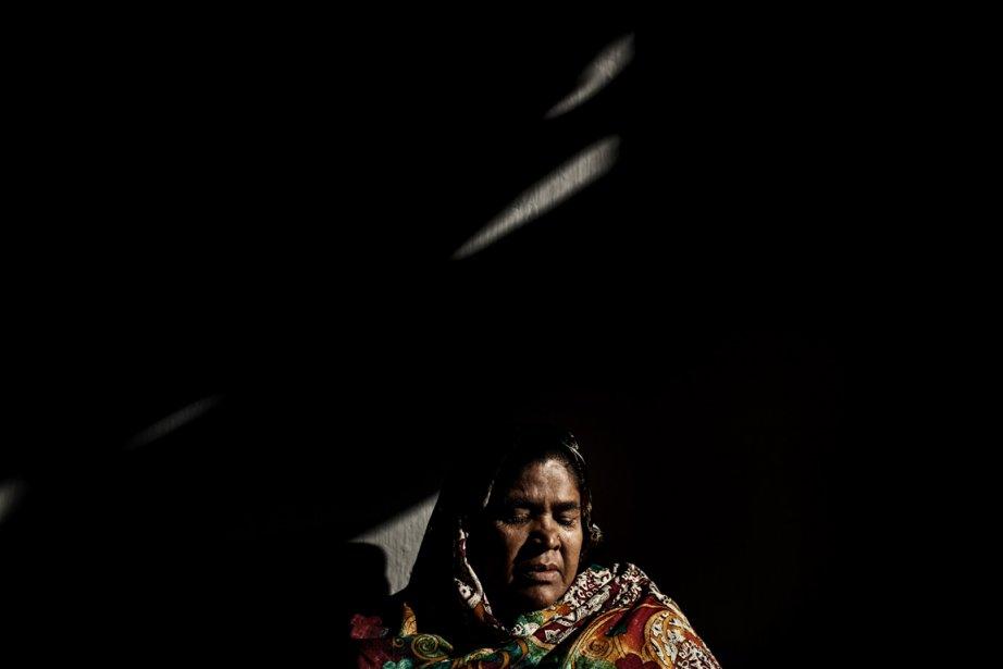 La mère d'Ahsan Ahmed, un employé qui a péri dans l'incendie de l'usine de textile Ali Enterprise | 11 décembre 2012