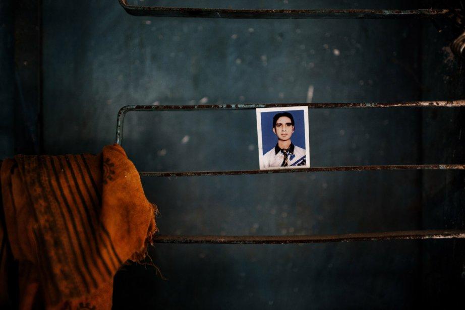 Sur un mur de l'usine en ruine, une photo d'Azman, un employé de l'usine qui compte parmi les victimes | 11 décembre 2012