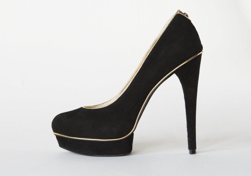 Suède noir avec liséré doré, Michael Kors, 188 $ ()