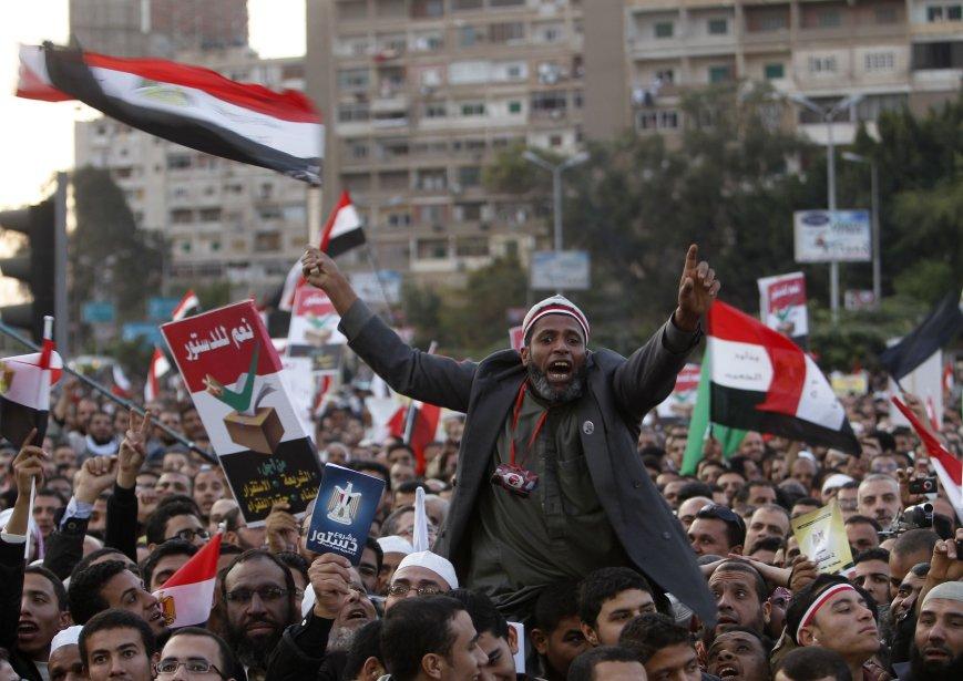 Des milliers d'opposants au président... (Photo Khaled Abdullah, Reuters)