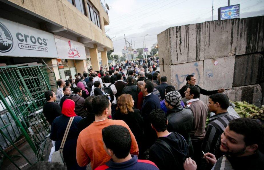 Malgré l'énorme barrière de béton entourant le siège de la présidence égyptienne, les manifestants anti-Morsi sont parvenus à s'approcher des bureaux du chef de l'État. | 12 décembre 2012