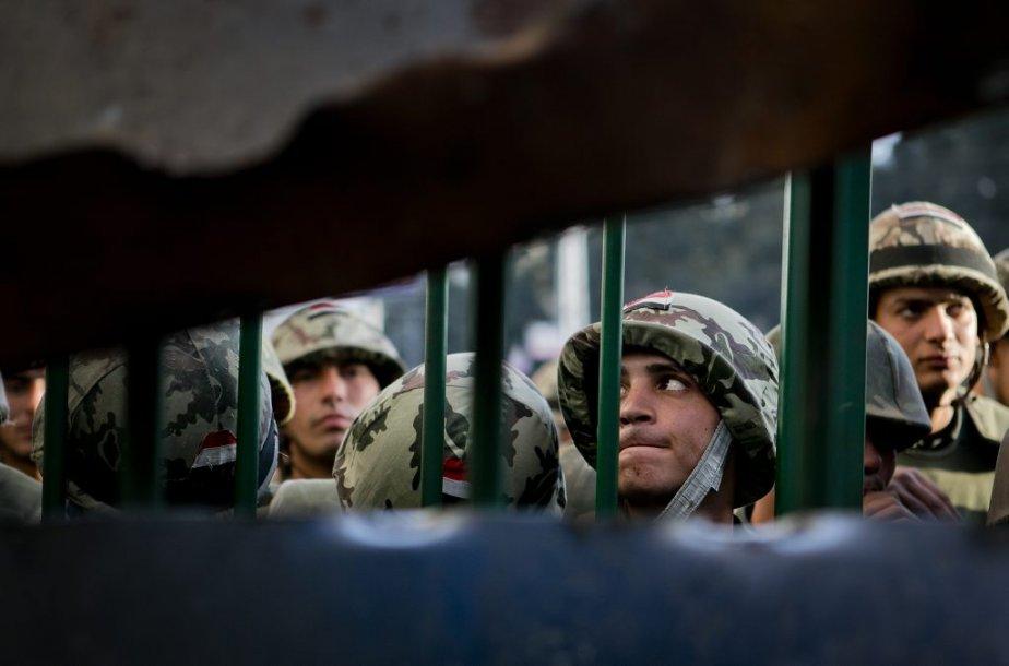 L'armée a été appelée en renfort afin de maintenir le calme dans la capitale malgré les manifestations, hier, au lendemain d'affrontements entre partisans et opposants du président Morsi où la police égyptienne est restée impuissante. | 12 décembre 2012