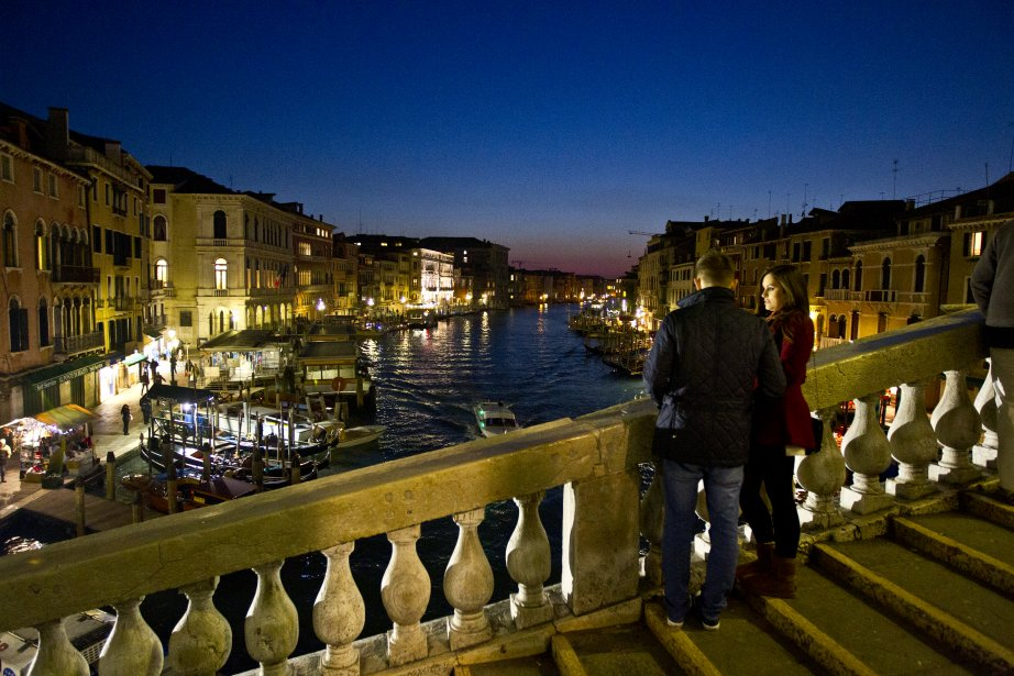 En décembre, le célèbre pont du Rialto redevient praticable. (Photo Martin Chamberland, La Presse)