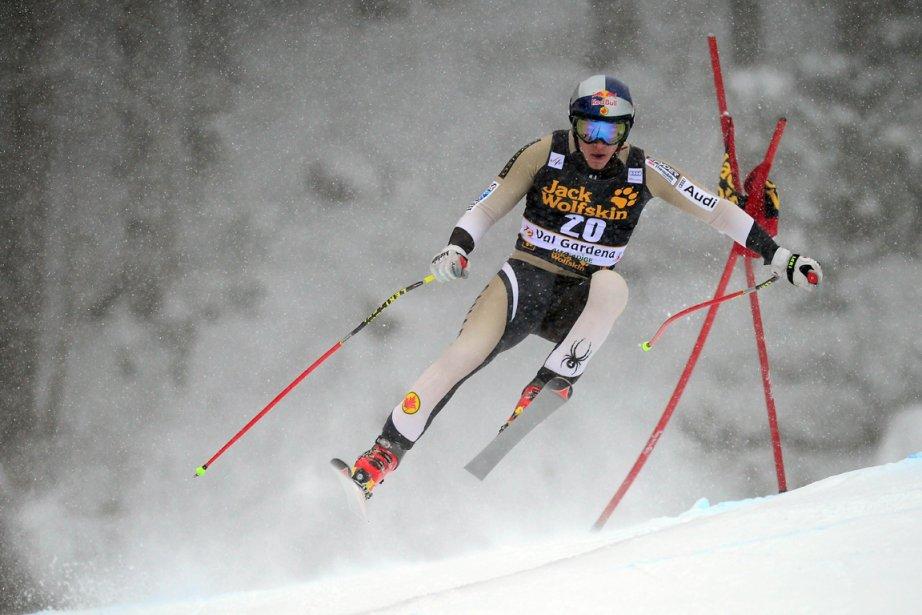 Erik Guay monte sur le podium pour la... (Photo : Olivier Morin, AFP)
