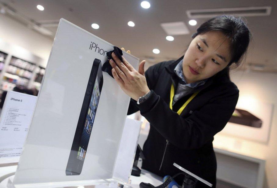 Apple a annoncé dimanche avoir vendu plus de deux millions d'exemplaires de son...