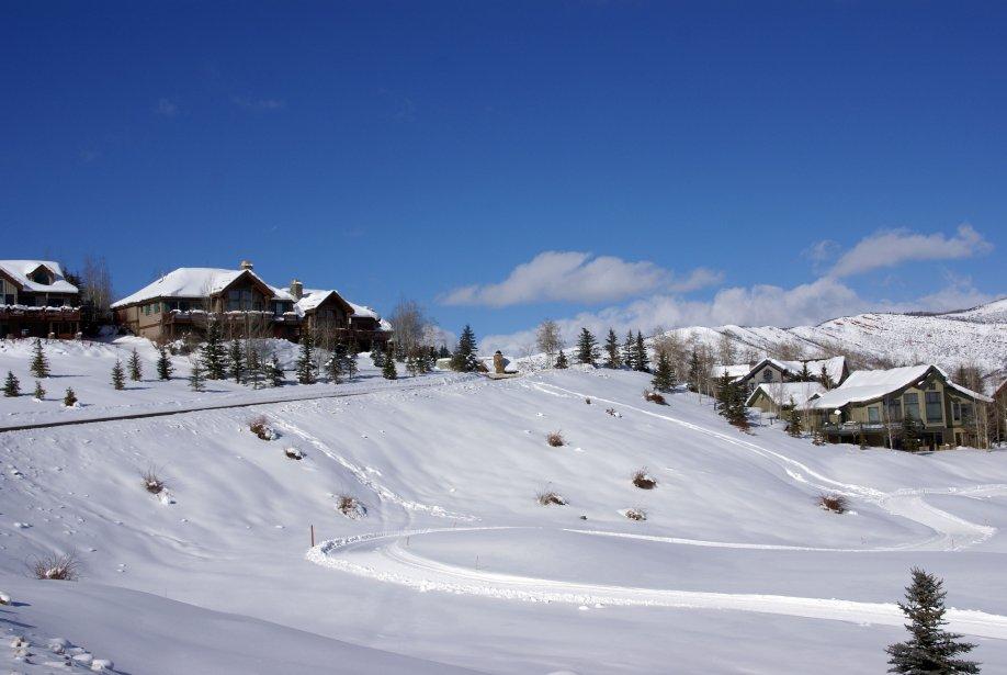 Michael Douglas dévale fréquemment les pistes d'Aspen, aux Etats-Unis. | 17 décembre 2012