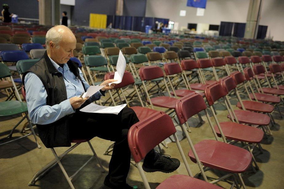 Le mathématicien Jean-Marie De Koninck étudie les chiffres de la dernière Opération Nez rouge, dont il est le président-fondateur. | 18 décembre 2012