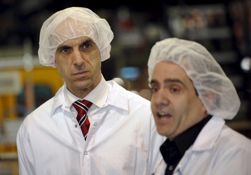Il n'y a pas que l'ex-chef bloquiste Gilles Duceppe à avoir porté un bonnet. Le député conservateur Steven Blaney l'a imité lors d'une visite d'entreprise dans Bellechasse. | 18 décembre 2012