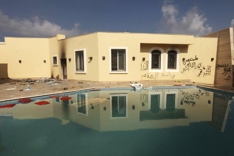Le consulat des États-Unis à Benghazi le lendemain... (Photo: Reuters)