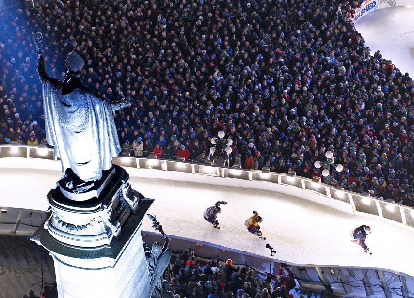 La statue de Mgr de Laval semble bénir les compétiteurs au Red Bull Crashed Ice. | 19 décembre 2012