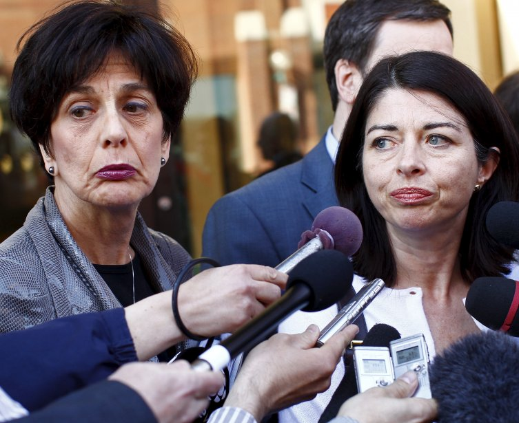 Les visages des ministres Michelle Courchesne et LineBeauchamp en disent long sur l'impasse dans les négociations avec les associations étudiantes au printemps. | 19 décembre 2012