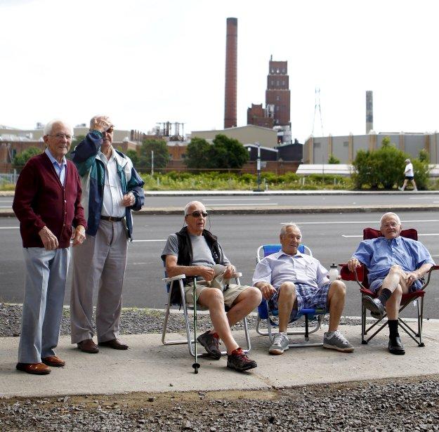 Des retraités de Papiers White Birch manifestant devant l'usine l'été dernier | 19 décembre 2012
