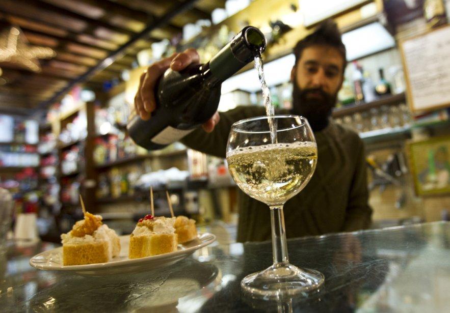 Comme dans tous les bars à vin vénitiens, le prosecco est l'un des apéritifs les plus populaires à la Cantinone già Schiavi (aussi appelée al Bottegon), dans le secteur Dorsoduro. | 19 décembre 2012