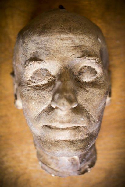 Masque funéraire de Oliver Asselin fabriqué par Pierre Petrucci. (Photo: Olivier Pontbriand, La Presse)