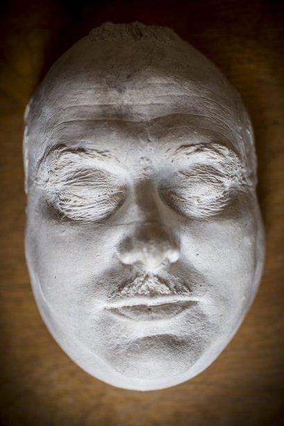 Masque mortuaire de Paul Sauvé, ancien premier ministre du Québec, fabriqué par Pierre Petrucci. (Photo: Olivier Pontbriand, La Presse)