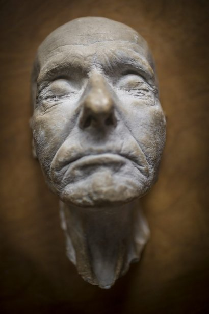 Masque mortuaire du frère André fabriqué par Pierre Petrucci. (Photo: Olivier Pontbriand, La Presse)