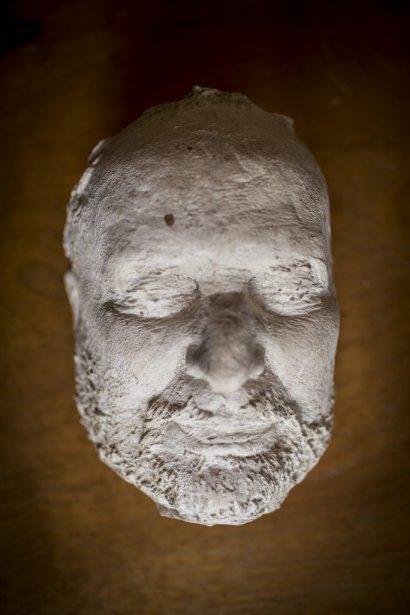 Masque mortuaire de Henri Bourassa fabriqué par Pierre Petrucci. (Photo: Olivier Pontbriand, La Presse)
