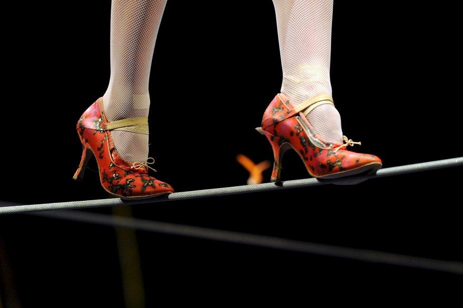 En talons hauts sur le fil de fer au spectacle Amaluna du Cirque du Soleil présenté au Vieux-Port de Québec | 20 décembre 2012