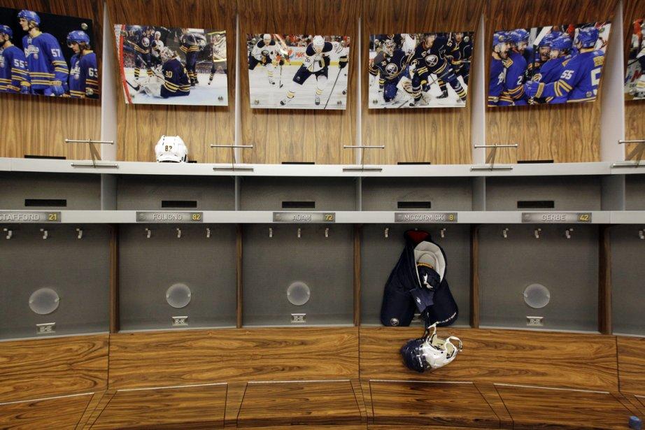 Les vestiaires des amphithéâtres de la Ligue nationale... (Photo: AP)