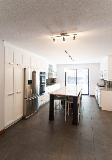 Le prix demandé pour la propriété inclut les électroménagers de la cuisine. Cette pièce a été rénovée récemment. | 21 décembre 2012