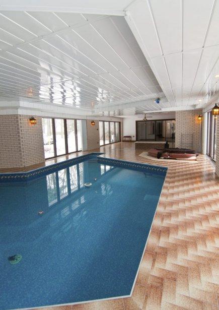 La plus grande pièce abrite une piscine et un spa. | 21 décembre 2012