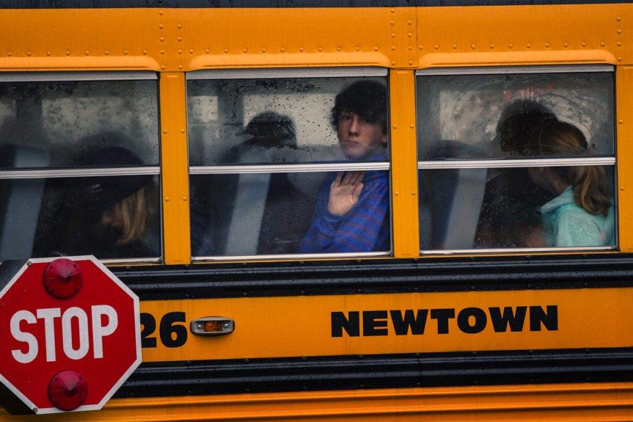 Première journée de retour en classe après la tuerie de Newtown au Connecticut. | 21 décembre 2012