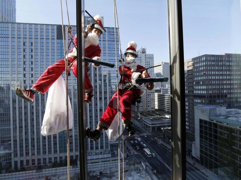 Laveurs de carreaux à l'oeuvre à Tokyo | 21 décembre 2012