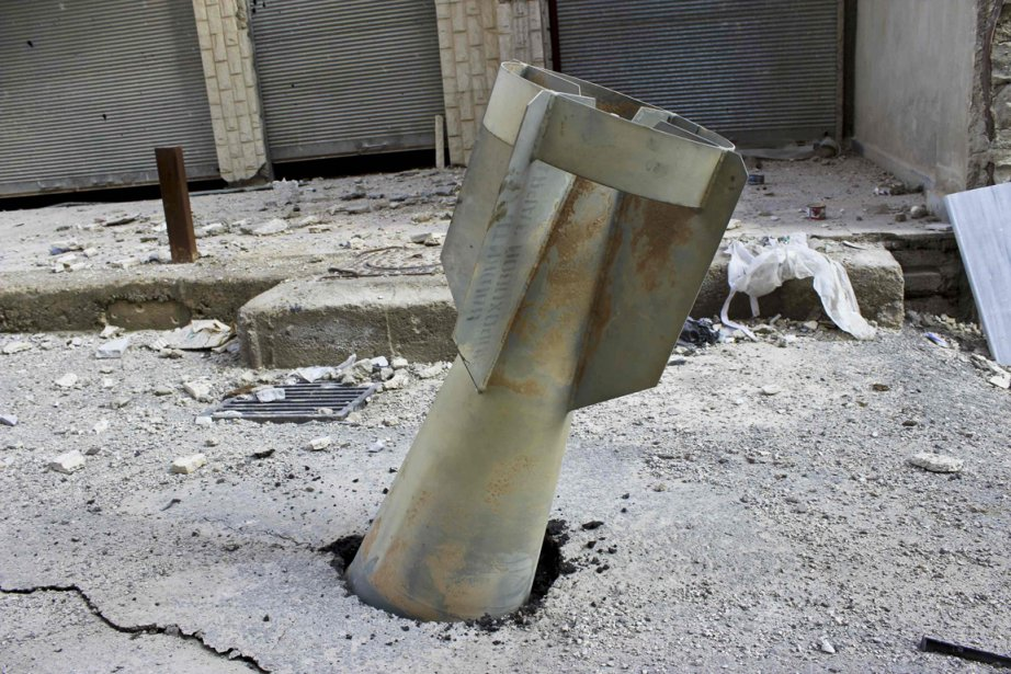 Une bombe qui n'a pas explosé dans une rue de Ghouta en Syrie. | 21 décembre 2012