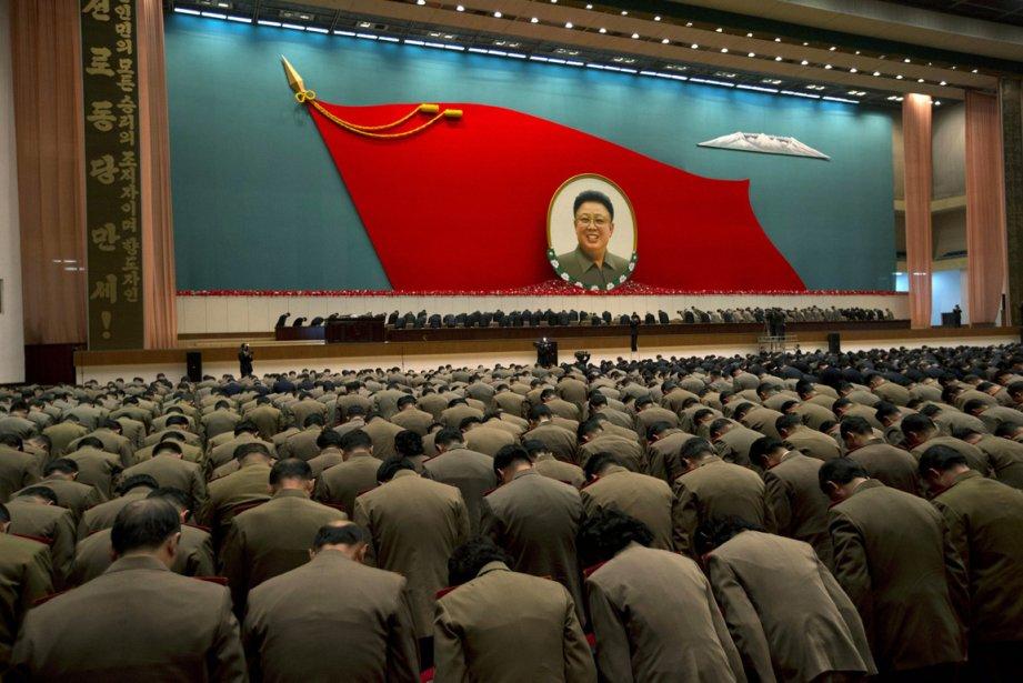 Réunion d'officiers de l'armée nord-coréenne lors de la commémoration du premier anniversaire de la mort de Kim Jong Il | 21 décembre 2012