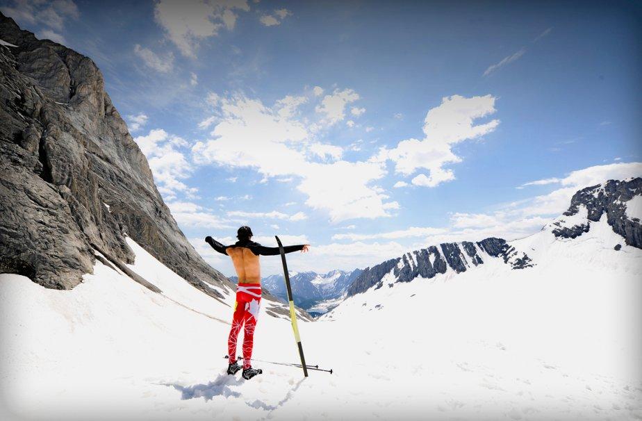 Le fondeur Alex Harvey, avant une séance d'entraînement en juillet à Kananaskis, en Alberta. L'athlète a remporté, en mars, sa première victoire individuelle en Coupe du monde de ski de fond à Falun, en Suède, au même endroit où, 25 ans auparavant, son père Pierre était devenu le tout premier Canadien à accomplir le même exploit. | 21 décembre 2012