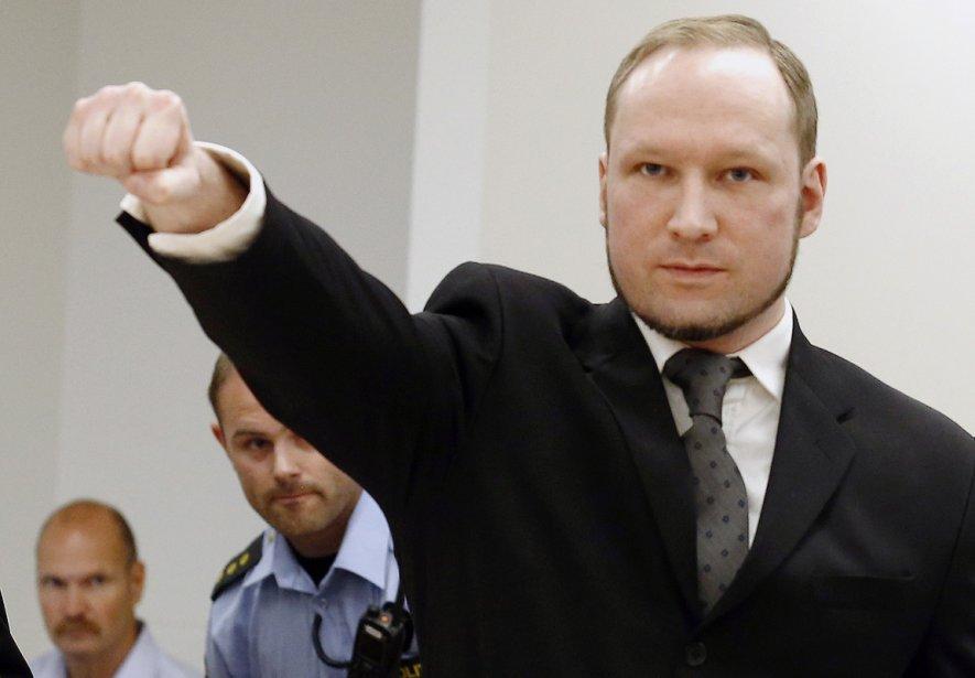 Anders Behring Breivik faisant le salut nazi à... (HEIKO JUNGE, Agence France-Presse)