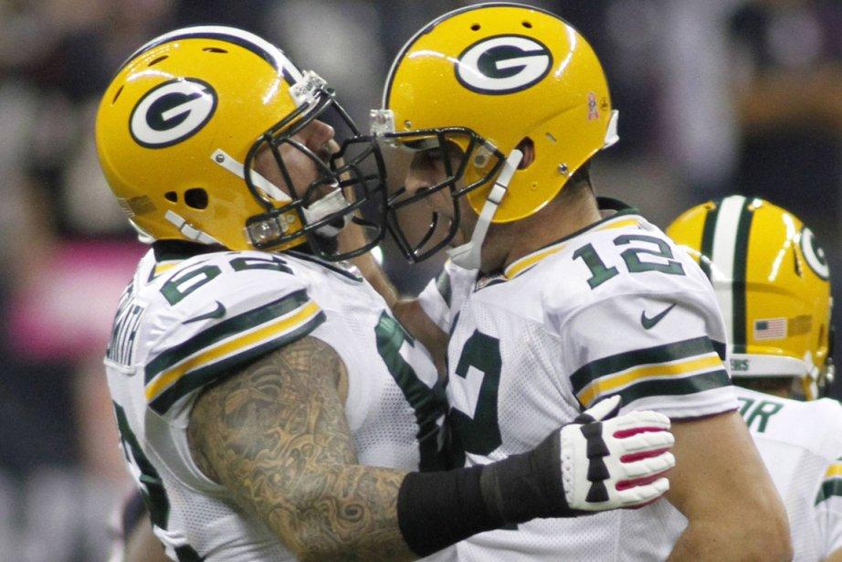 Le quart des Packers,Aaron Rodgers (12), célèbre un... (PHOTO RICHARD CARSON, REUTERS)