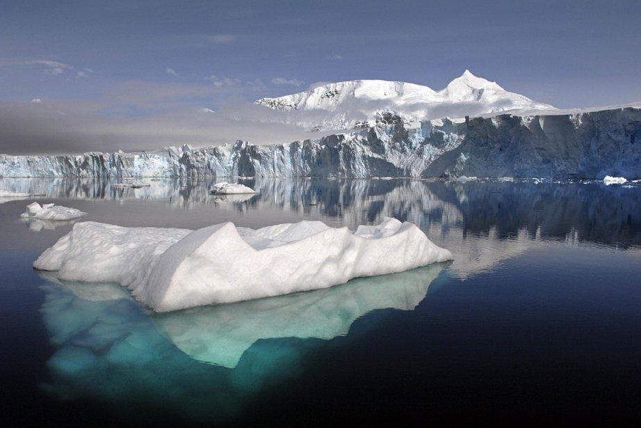 Un glacier en Antarctique.... (Photo: AFP/BRITISH ANTARCTIC SURVEY/NASA)