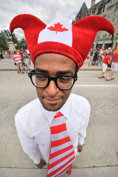 Une marée rouge et blanche a déferlé sur Ottawa dans le cadre des célébrations du 145e anniversaire du Canada, le 1er juillet 2012. Pendant que des milliers d'unifoliés flottaient dans les airs, certains optaient pour un accoutrement à saveur canadienne dans se promener au centre-ville. | 25 décembre 2012