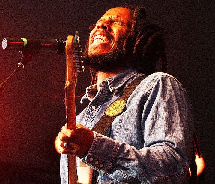Prenez le fils aîné de la lignée des Marley, Ziggy, ajoutez le timbre de voix du père, le phrasé, les dreadlocks tentaculaires et la nonchalance du Sud, vous obtiendrez la soirée la plus courue du Festival international de jazz d'Ottawa, le 26 juin 2012. | 25 décembre 2012