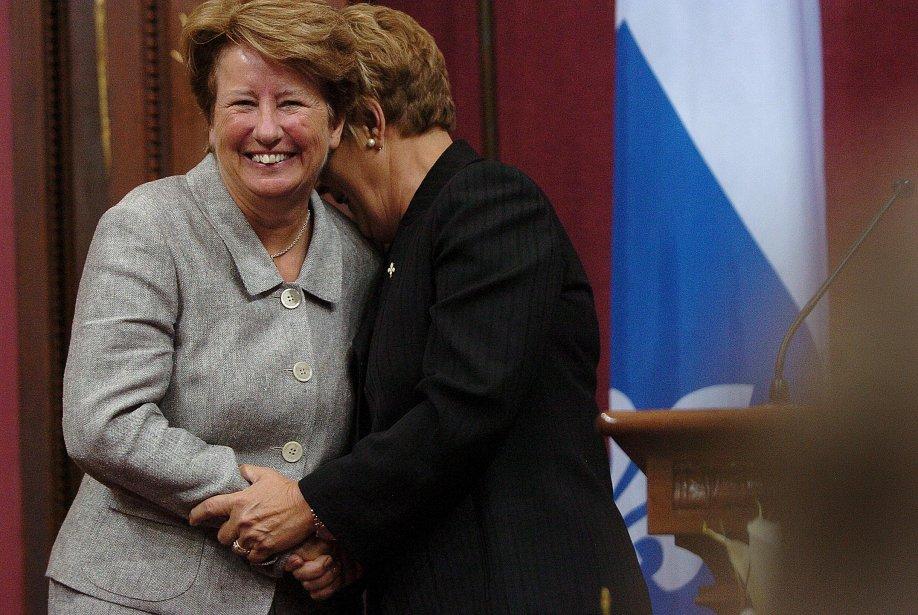 Agnès Maltais félicitée par Pauline Marois lors de son assermentation comme ministre | 26 décembre 2012