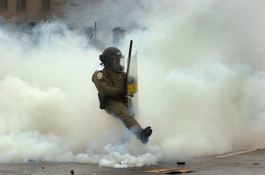 Beaucoup beaucoup de gaz lacrymogènes à la manifestation étudiante de Victoriaville | 26 décembre 2012