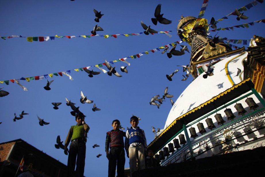 Des enfants posent pour le photographe près du temple de Sighal | 26 décembre 2012