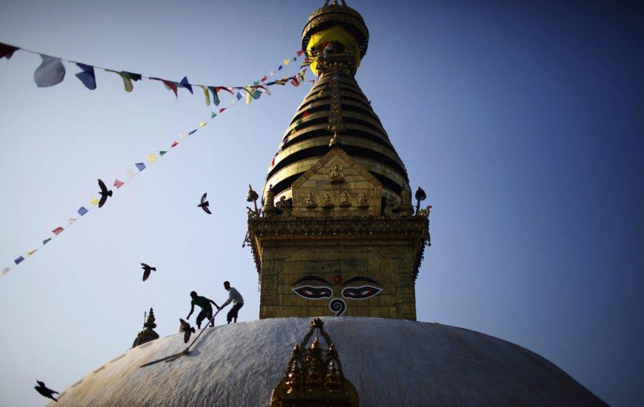 Peintres à l'oeuvre sur le toit du temple Swayambhunath | 26 décembre 2012