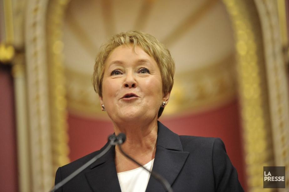 Pauline Marois est radieuse lors de son assermentation comme première... | 2012-12-27 00:00:00.000