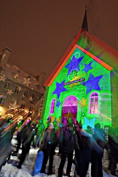 Plusieurs dizaines de personnes se sont dandinées au son de la musique techno lors de la première Nuit Blanche, tenue à place Royale, à Québec, jeudi soir. | 28 décembre 2012