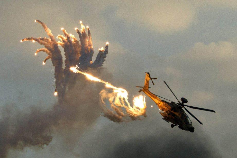Un hélicoptère de combat des forces de défenses Israeliennes à l'entraînement à Beersheva. | 28 décembre 2012