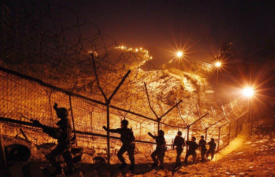 Soldats sud-coréens à l'entraînement en bordure de la zone démilitarisée à 77 km au nord-est de Séoul. | 28 décembre 2012
