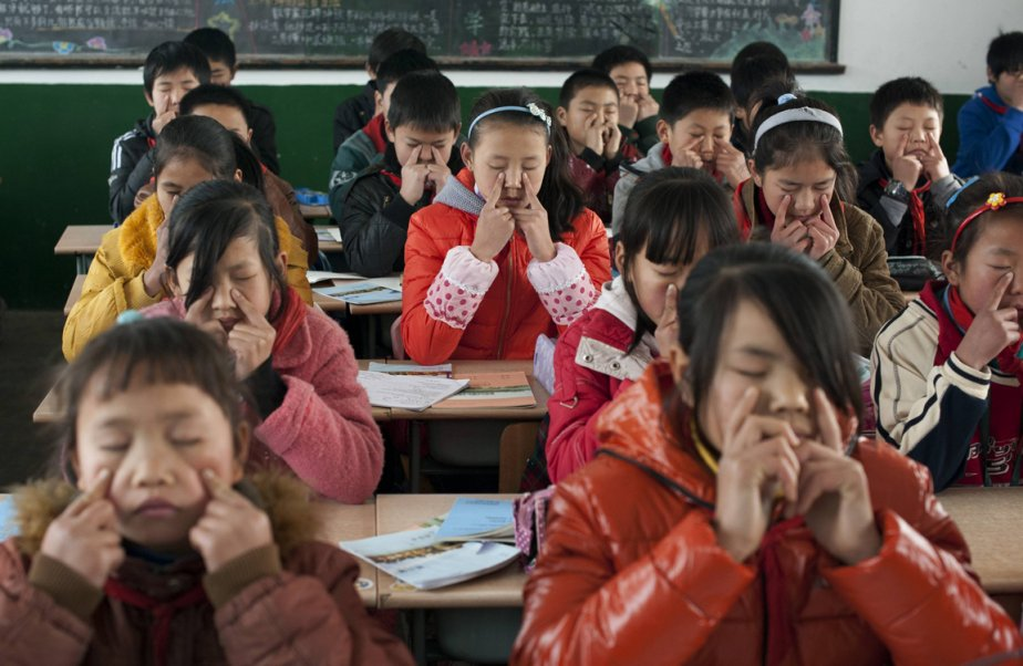 Exercices de relaxation pour des écoliers de Shanghai... | 2012-12-28 00:00:00.000
