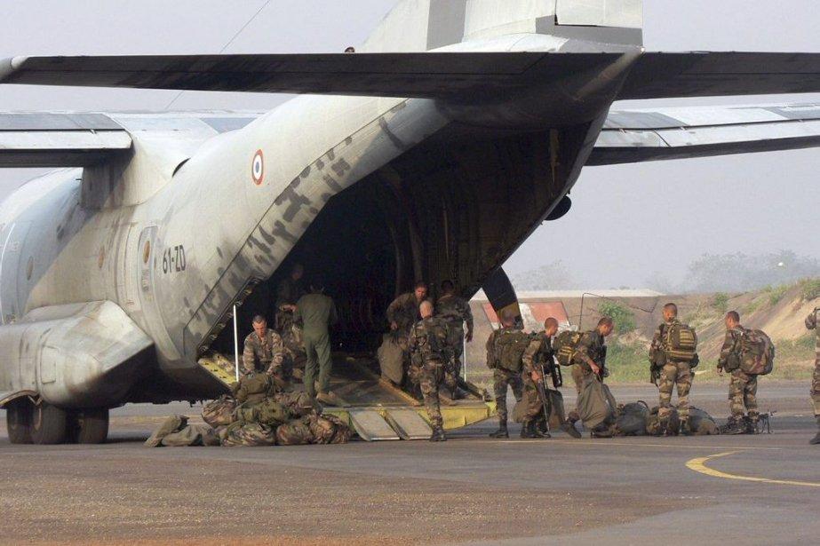 La France a porté vendredi sa présence militaire... (Photo Agence France-Presse)