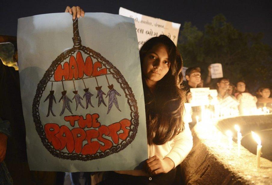 Le message de cette manifestante, à Ahmedabad, est clair. | 30 décembre 2012