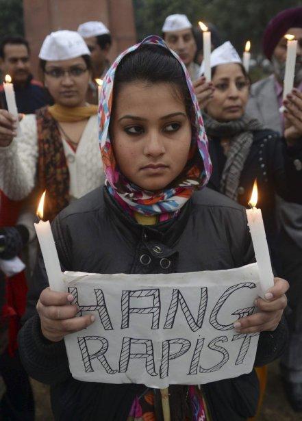 Des membres du parti India's Aam Aadmi, à Amritsar, demande la pendaison pour les violeurs. | 30 décembre 2012